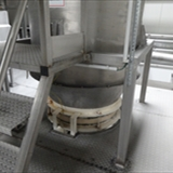 REIMELT Stainless Steel Holding Tank with Vibrating Sieve Unit 2